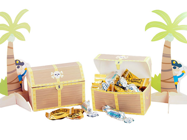 Pirate theme favor box with treasure island scene